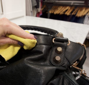 5 important care tips for your handbags