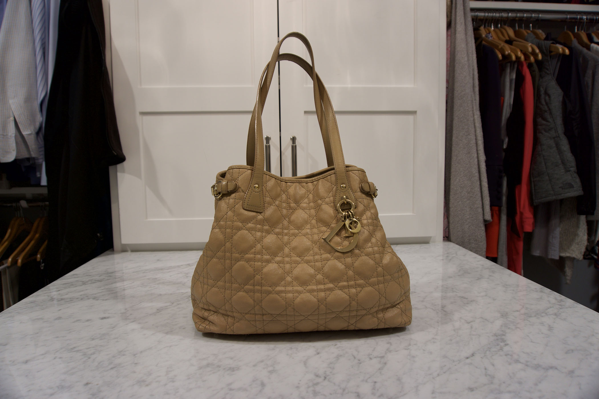5 important care tips for handbags