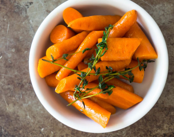 cooked carrots with thyme